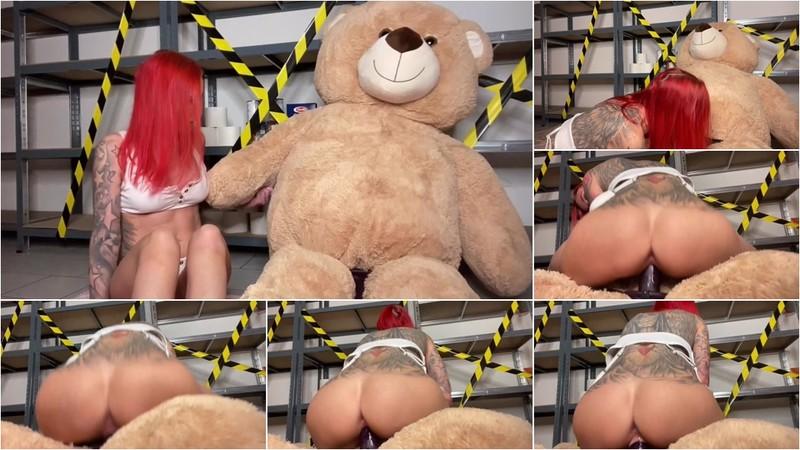 LexyRoxx - Lagerkoller - Ist mein Teddy pervers [FullHD 1080P]