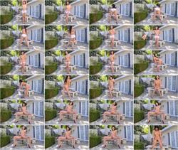 ATKexotics - Vicki Chase - Watersports (FullHD/1080p/149 MB)