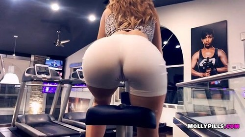 Molly Pills - Gym Distractions - Pov Public Blowjob - Molly Pills Amateur Goddess (HD)