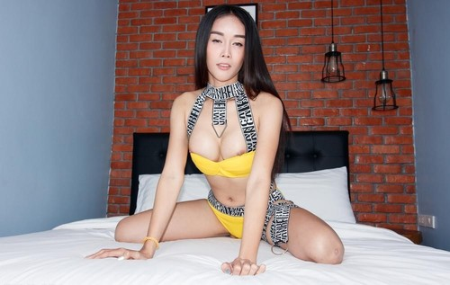 Alice 2 - Yellow Booty Shorts Loaded Up (2020/SD)