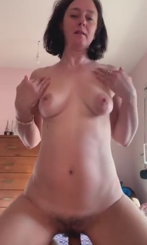 Amateurs - Super Horny Cougar Gets Young Cock [SD/480p]