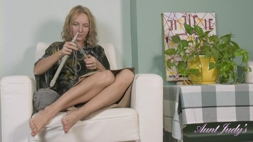 Irena - Knitting And Shaved Pussy Play [FullHD/1080p]