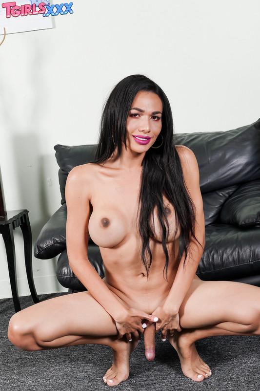 Yadira Cuellar Plays With Her Cock! (13 April 2020)