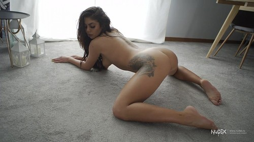 Sexy Bitch Twerking With Her Perfect Pussy Out [HD]