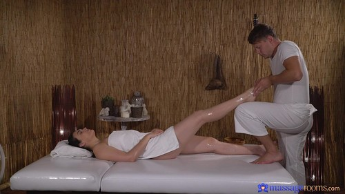 Pawg Gets A Pounding From Masseuse [FullHD]
