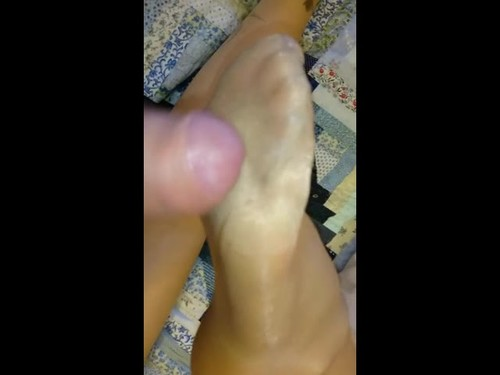 My Wife Has The Perfect Feet For Giving Awesome Footjobs [SD]