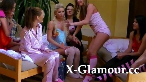 Many Euro Girls Together [FullHD]
