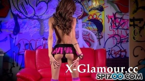 Chloe Amour - Loves To Strip [FullHD/1080p]
