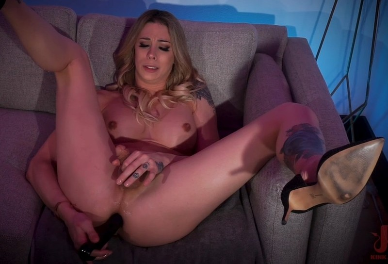Commands You To Stroke Her Big Cock And Fuck Her Ass 540p