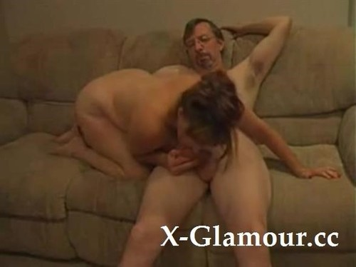 """Amateurs in """"Housewife Blows Husbands Dick And Gets Banged On The Couch"""" [SD]"""