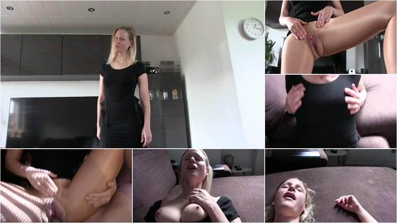blondehexe - Krasse Nylonbitch fickt mit dem Arbeitskollegen [FullHD 1080P]