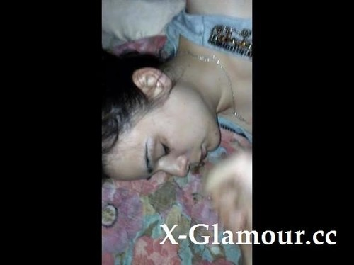 Amateurs - Sleeping Girlfriend Takes A Load Of Cum On Her Face [SD/480p]