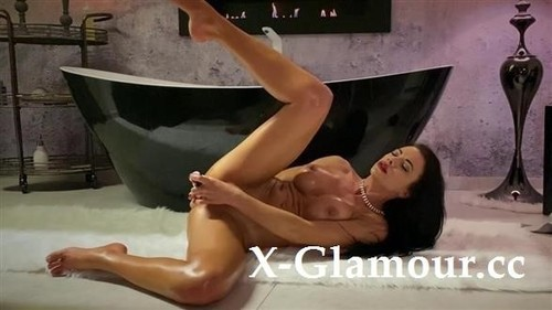Shalina Devine - Classy Shalina Devine Romantic Anal Toying At The Bathtub [FullHD/1080p]