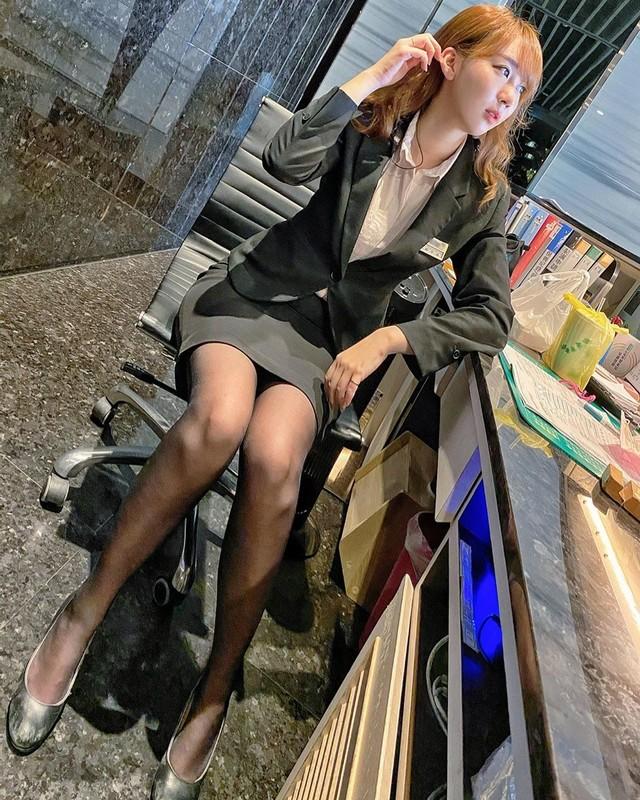 OL正妹寇妮Connie黑絲制服超性感同事偷拍神秘三角洲這視角太邪惡