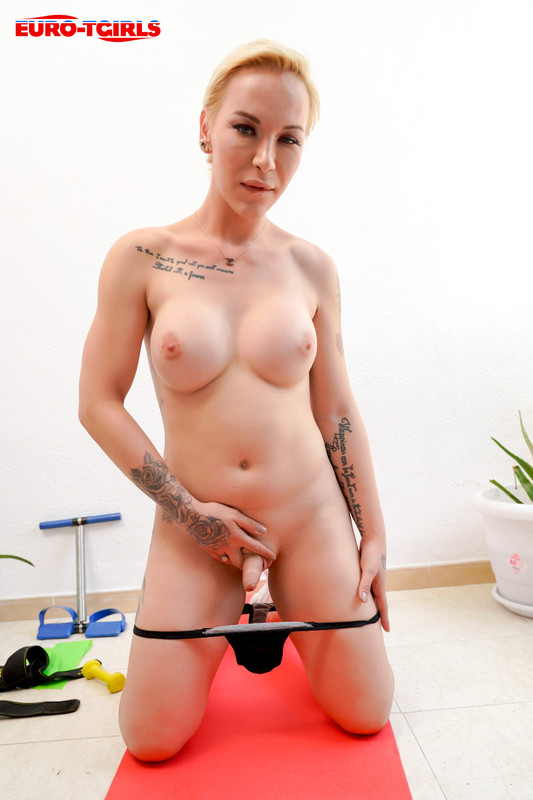 Andrea Rose – A Sexy Work Out! (7 July 2020)