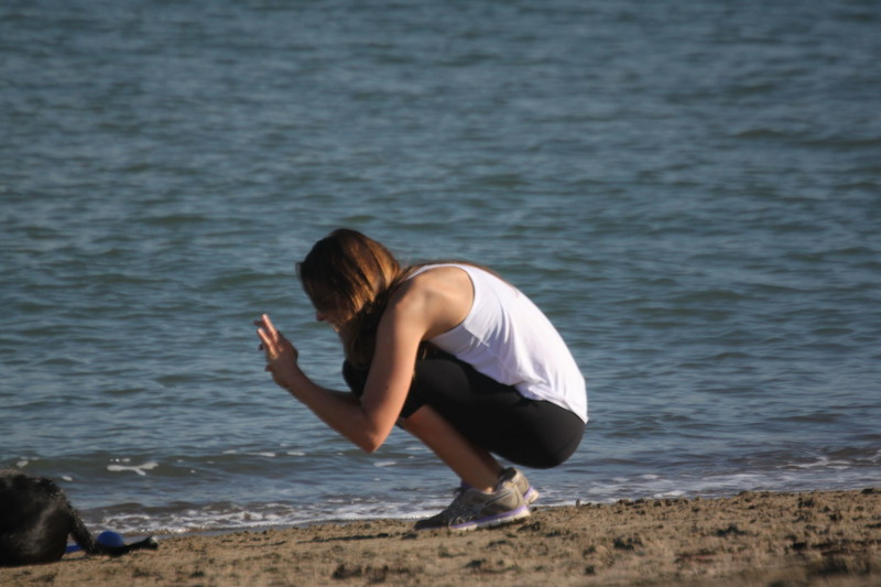 gorgeous beach girl in lululemon yogapants