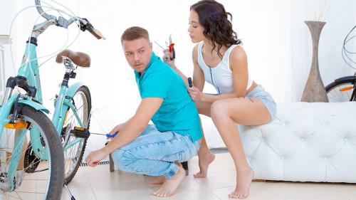 Kris the Foxx - Sex for bicycle repair