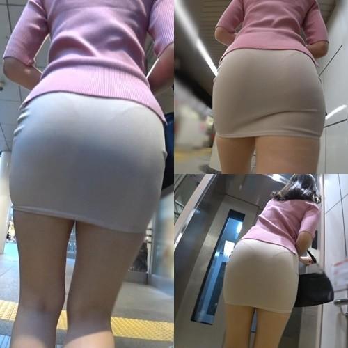 ミニスカートから透けたパンティラインがエロい