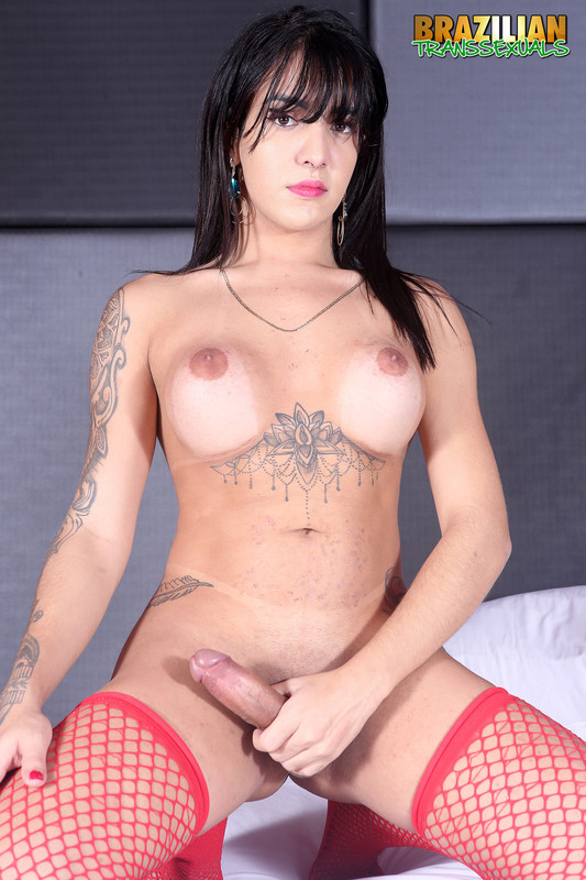 The Sexy TS Vitoria Neves Returns In New Solo! (16 July 2020)