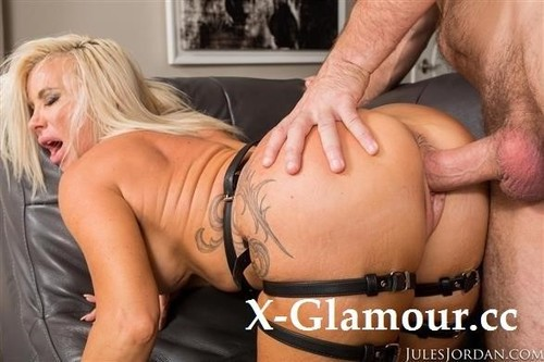 Busty Milf Robbin Banx Gets Maximum Penetration [HD]