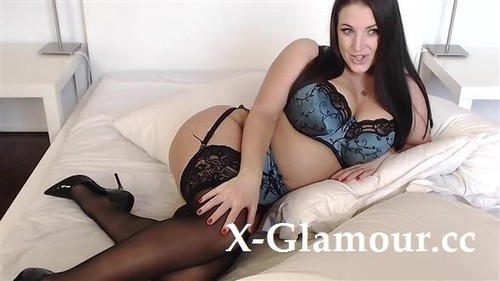 Babe Changing Lingerie And Playing With Pussy [SD]