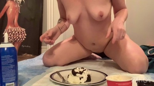 XshayXshayX - Brownie for Breakfast - Solo Scat, Defecation, Shiting Girl