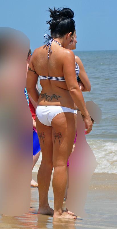 gorgeous milf in wet bikini