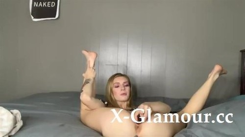 Butt Plugs, Dildos And Squirting Orgasms [HD]
