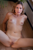 Amber Pearl in Poise (2020-09-18)