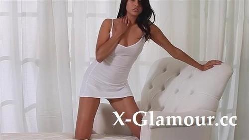 Amateurs - Tanned Seductress Cums [HD/720p]