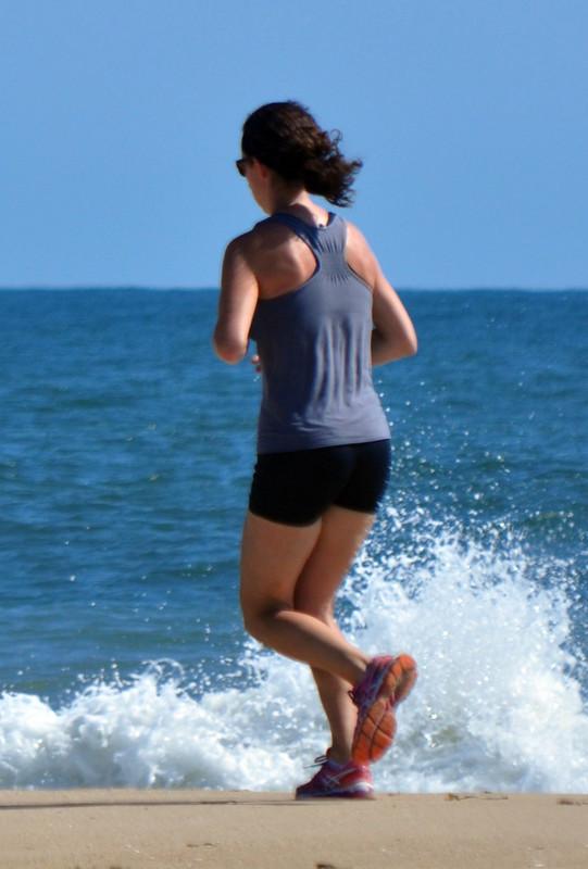 beach jogger milf in tight lycra shorts