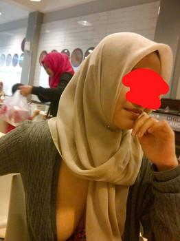 Jilbab Pamer Tetek Ditempat Umum