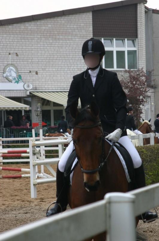 horse riding contest girls in pretty jodhpurs