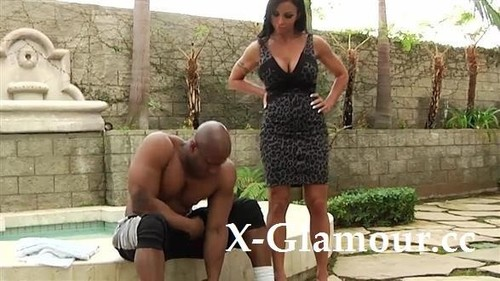 Jewels Jade - Fishnet-Clad Milf Takes A Bbc (SD)