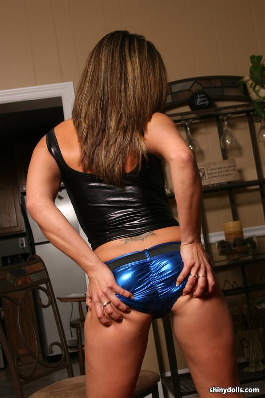 shiny doll Taylor in blue wetlook panties