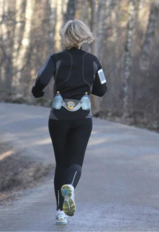 hot jogger milf in tight black lycra pants