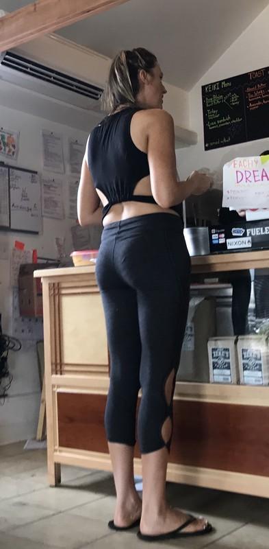 milf booty in black capri leggings