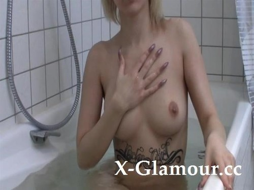 Tattooed Blonde Teen Teasing Naked In A Hot Tub [SD]