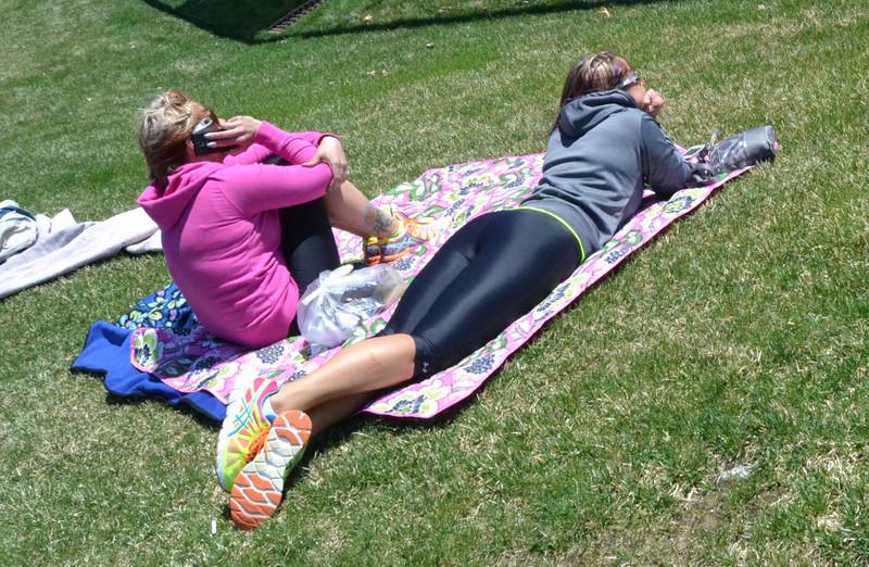 lesbian teens in shiny capri leggings