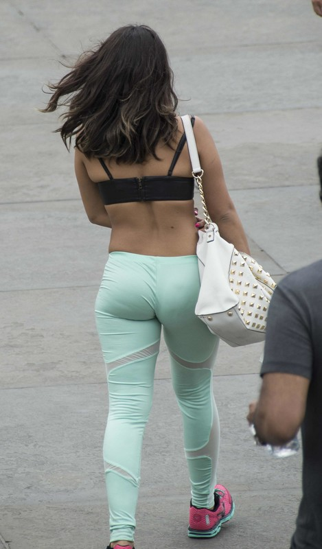 naughty lady in turquoise yogapants
