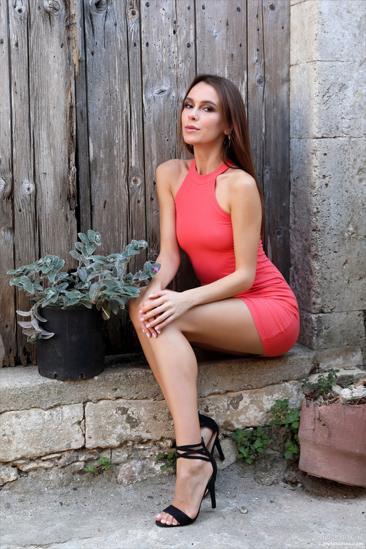 Serafina (Alice Wonder) - Fashionista (Oct 27, 2020)