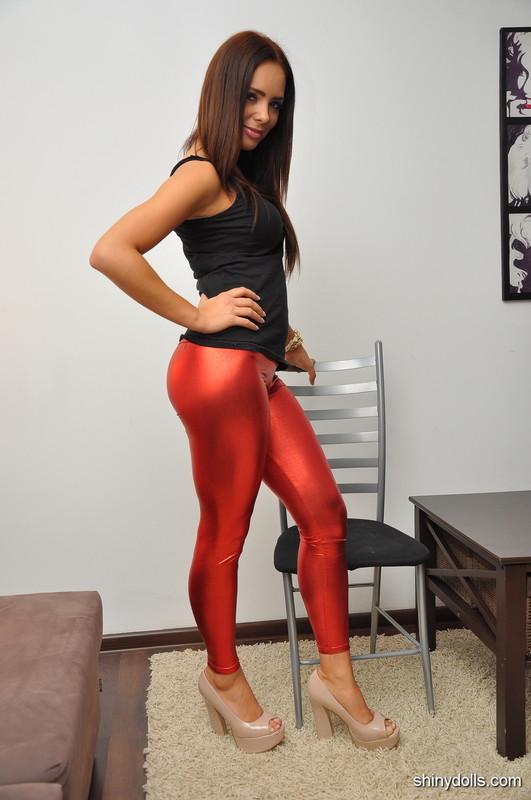 kinky shiny doll girl in red wetlook leggings