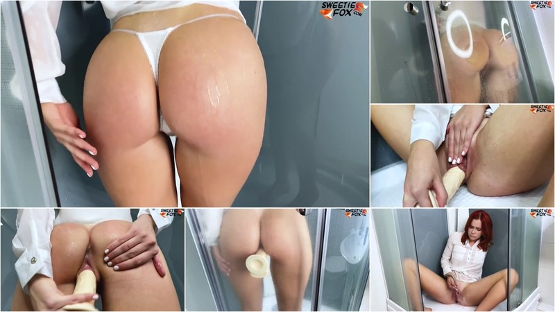 Sweetie Fox - Big Ass Babe Sensual Sucking and Masturbate Pussy in the Bathroom [FullHD 1080P]