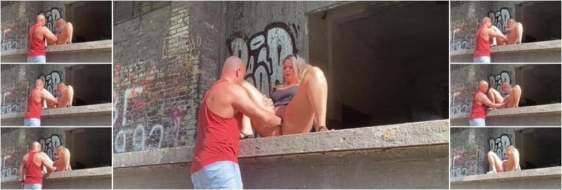 Tanya - Public fist fucking orgasms (HD)