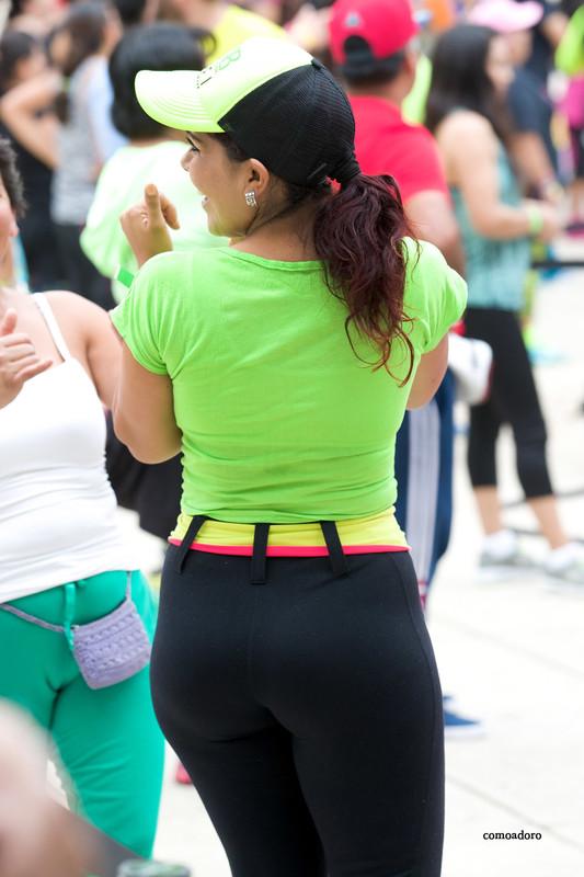 zumba dancer girl in yogapants