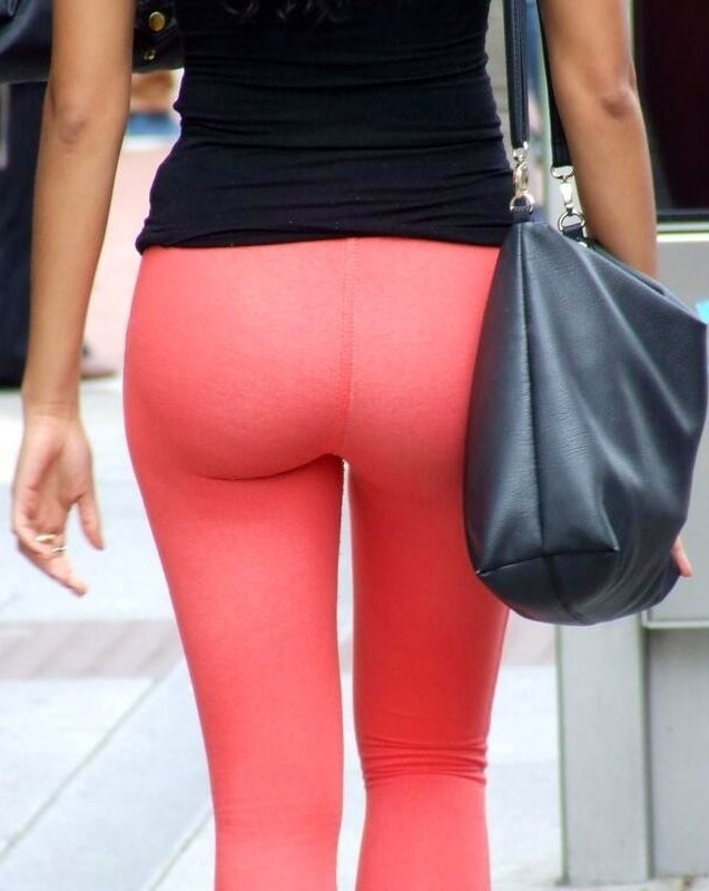 pretty ass in red yogapants