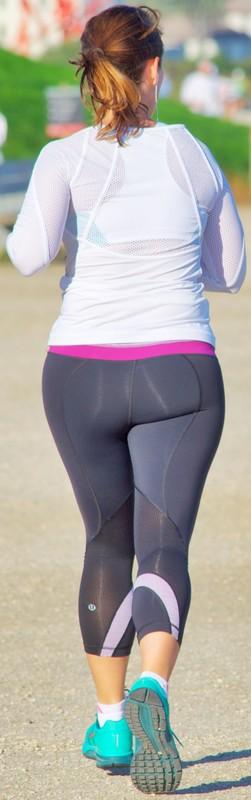 sweet jogger milf in lululemon yogapants